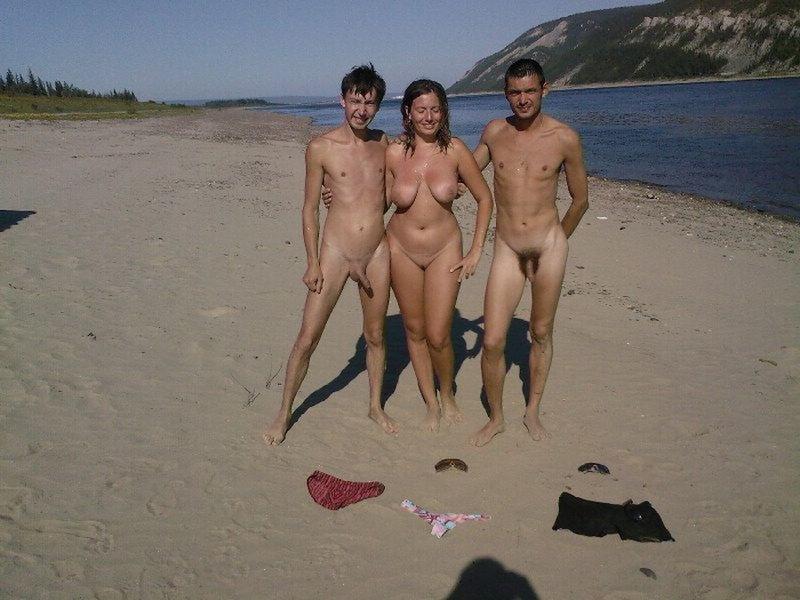 Girls Sraring At Naked Men