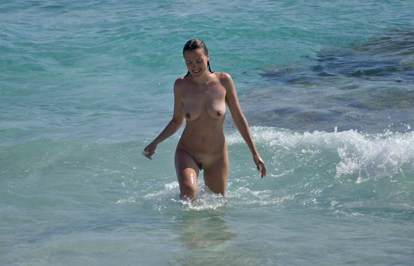 www.nudismlife.com   4 http://www.nudismlife.com /galleries/nudists_and_nude/nudists_various/Nudists_nude_naturists_tumblr_103.jpg