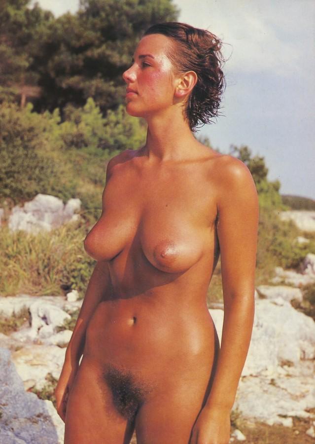 https://www.nudismlife.com/galleries/nudists_and_nude/the_most_natural_nudists/the_most_natural_nudists_0040.jpg
