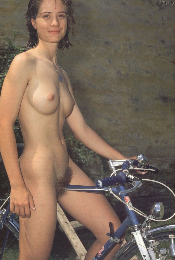 https://www.nudismlife.com/galleries/nudists_and_nude/the_most_natural_nudists/the_most_natural_nudists_0088.png