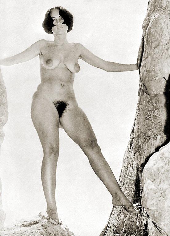 https://www.nudismlife.com/galleries/nudists_and_nude/the_most_natural_nudists/the_most_natural_nudists_0116.jpg