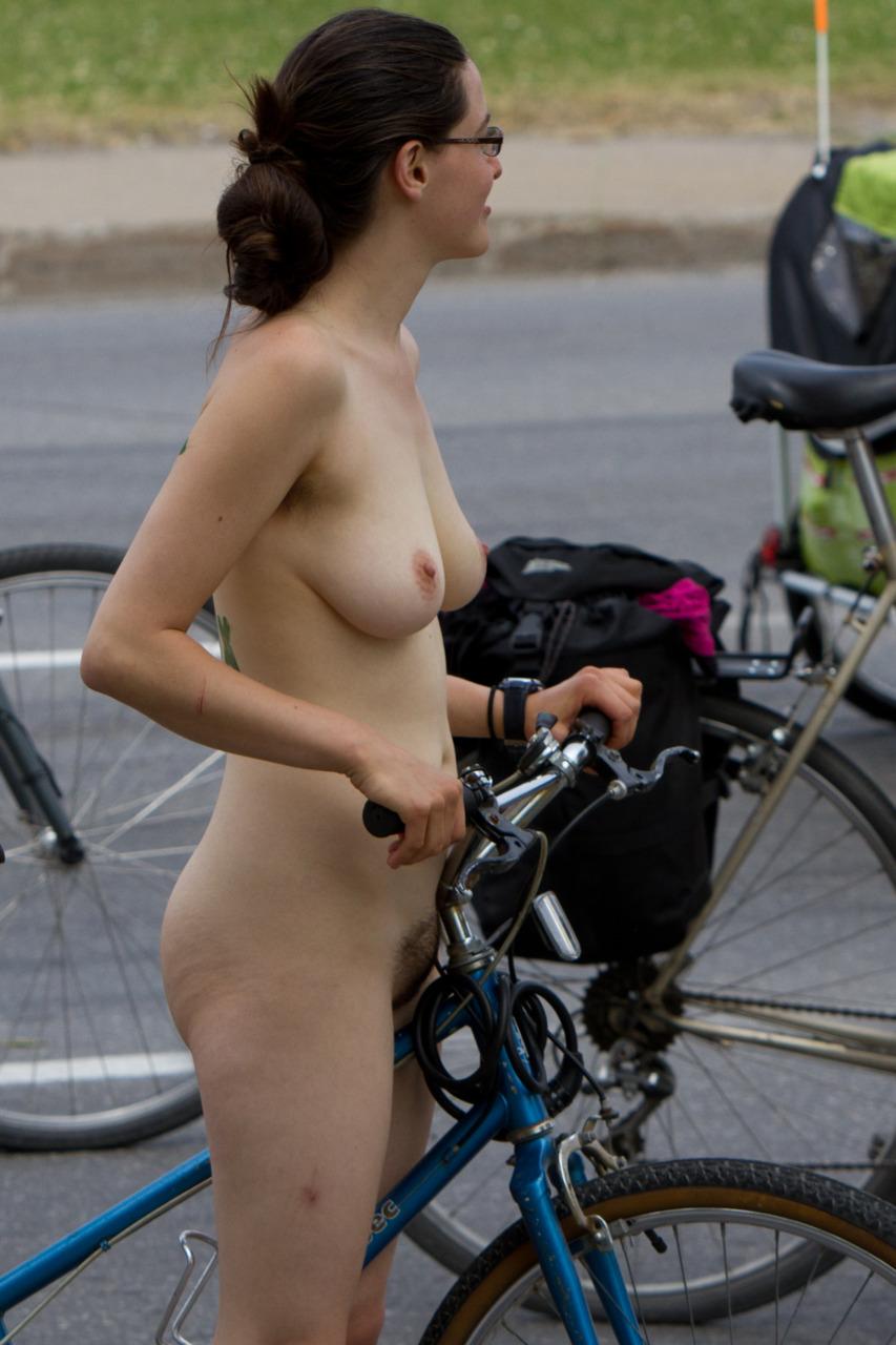 https://www.nudismlife.com/galleries/nudists_and_nude/the_most_natural_nudists/the_most_natural_nudists_0213.jpg