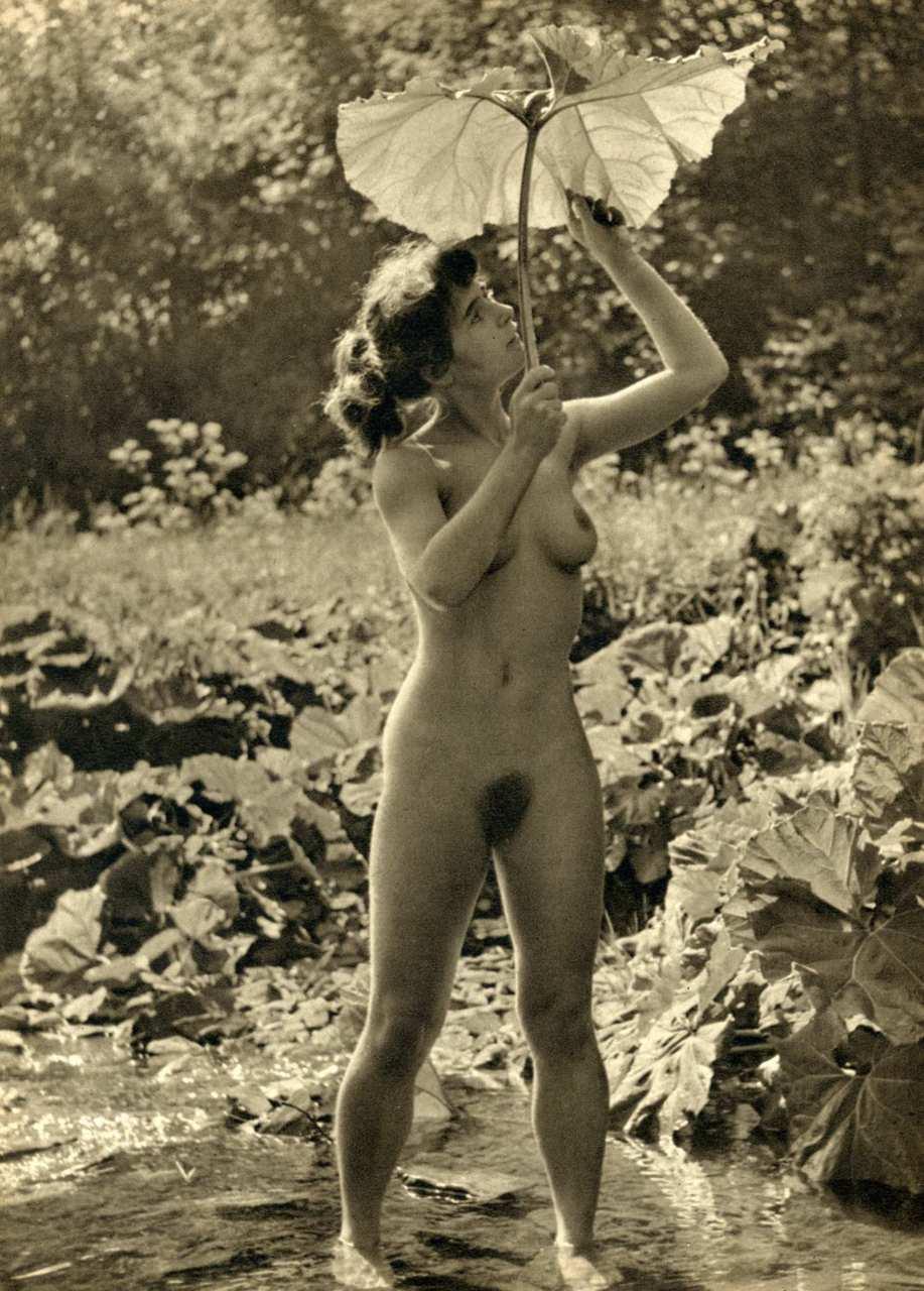 https://www.nudismlife.com/galleries/nudists_and_nude/the_most_natural_nudists/the_most_natural_nudists_0220.jpg