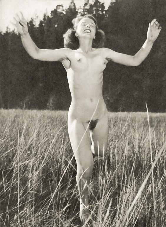 https://www.nudismlife.com/galleries/nudists_and_nude/the_most_natural_nudists/the_most_natural_nudists_0271.jpg