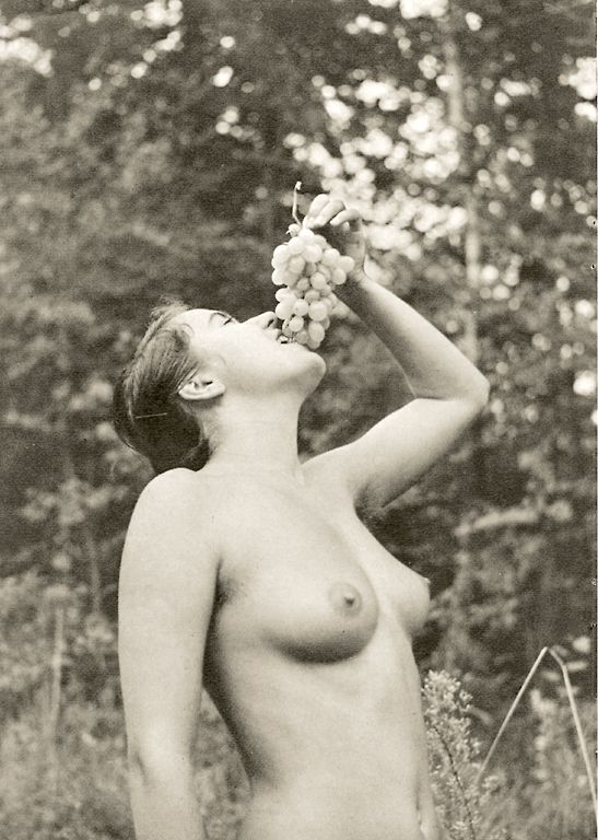https://www.nudismlife.com/galleries/nudists_and_nude/the_most_natural_nudists/the_most_natural_nudists_0275.jpg