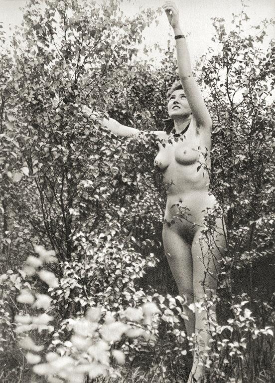 https://www.nudismlife.com/galleries/nudists_and_nude/the_most_natural_nudists/the_most_natural_nudists_0280.jpg
