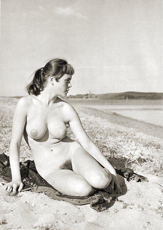 https://www.nudismlife.com/galleries/nudists_and_nude/the_most_natural_nudists/the_most_natural_nudists_0285.jpg