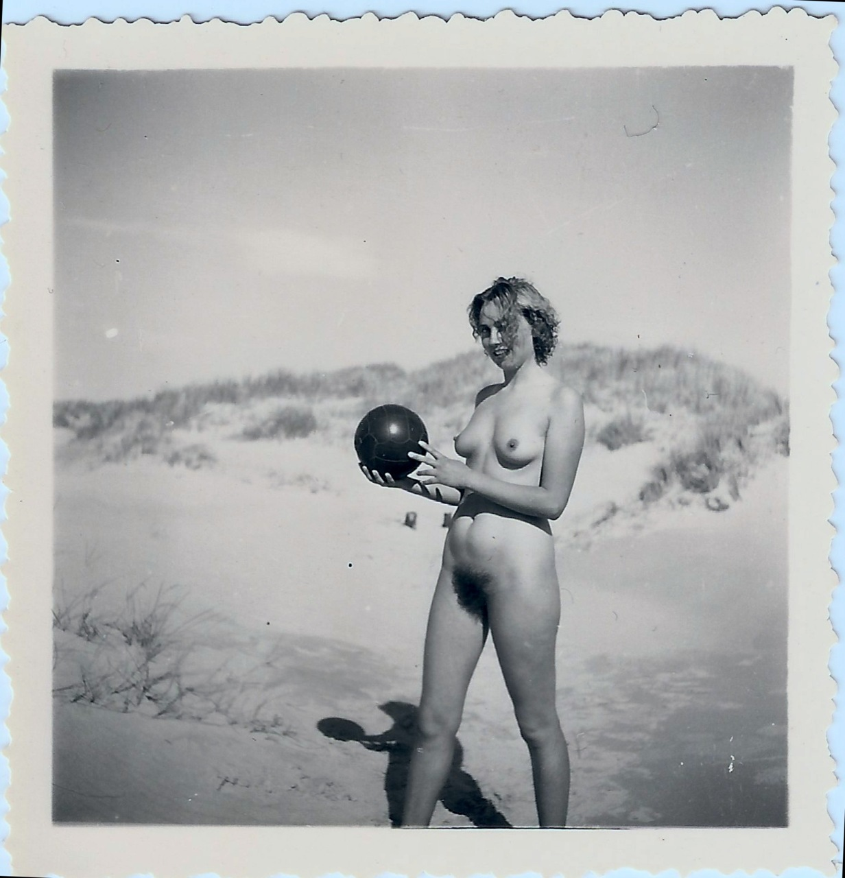 https://www.nudismlife.com/galleries/nudists_and_nude/the_most_natural_nudists/the_most_natural_nudists_0359.jpg
