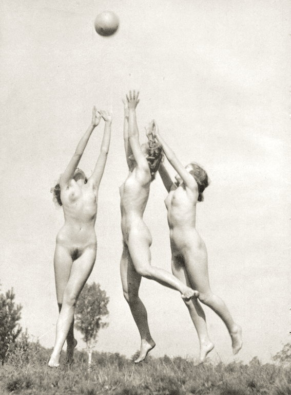 https://www.nudismlife.com/galleries/nudists_and_nude/the_most_natural_nudists/the_most_natural_nudists_0383.jpg