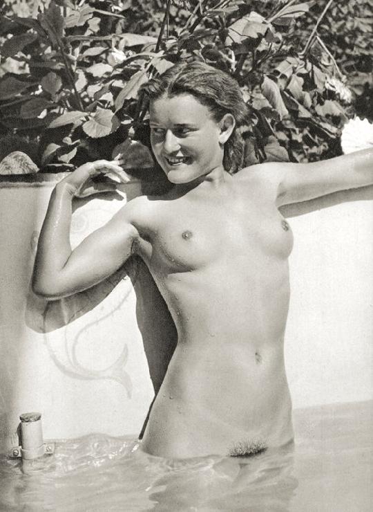 https://www.nudismlife.com/galleries/nudists_and_nude/the_most_natural_nudists/the_most_natural_nudists_0435.jpg