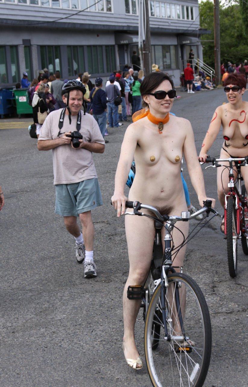 https://www.nudismlife.com/galleries/nudists_and_nude/the_most_natural_nudists/the_most_natural_nudists_0486.jpg